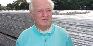 Foto para ilustrar esta entrevista, em 2007, com as telhas de fibrocimento ao fundo